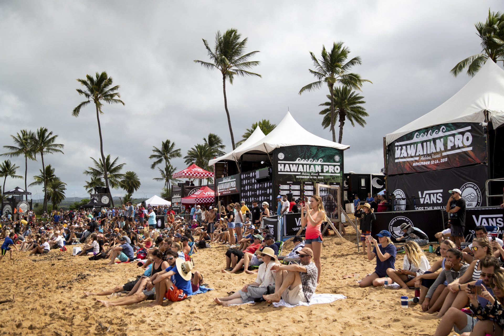 dba1eff4aea22c A packed beach on hand for the finals of the Hawaiian Pro at Haleiwa