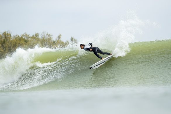 Team Captain, Jordy Smith (ZAF) scored a 7.27 point ride on his first left wave and a 9.07 point ride on his first right wave to add towards the Qualifying Run 1 team total of 69.2 points for Team World at the 2018 Founders Cup at Lemoore, CA, USA. Photo: WSL/Cestari