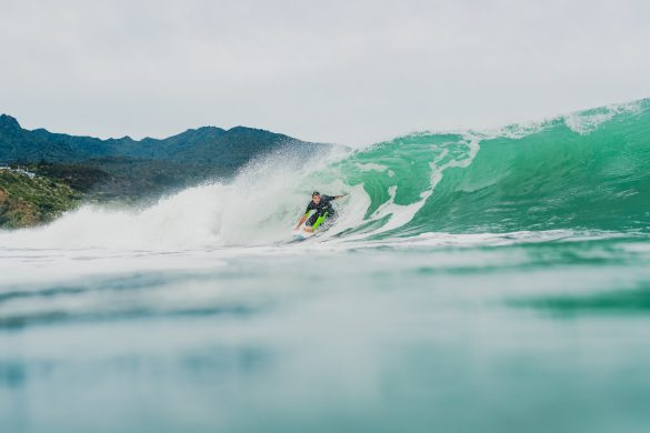 Tristan Guilbaud, of France, enjoys some Raglan walls to play with in the post-Piha Pro lull. Photo: RiBLANC