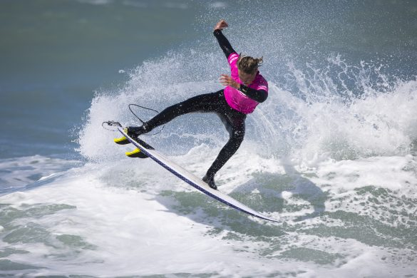Ari D'Anvers freeing the fins in the Under 16 Final. Photo: Derek Morrison