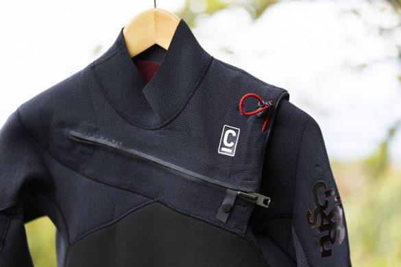 Flush-free chest zip system.